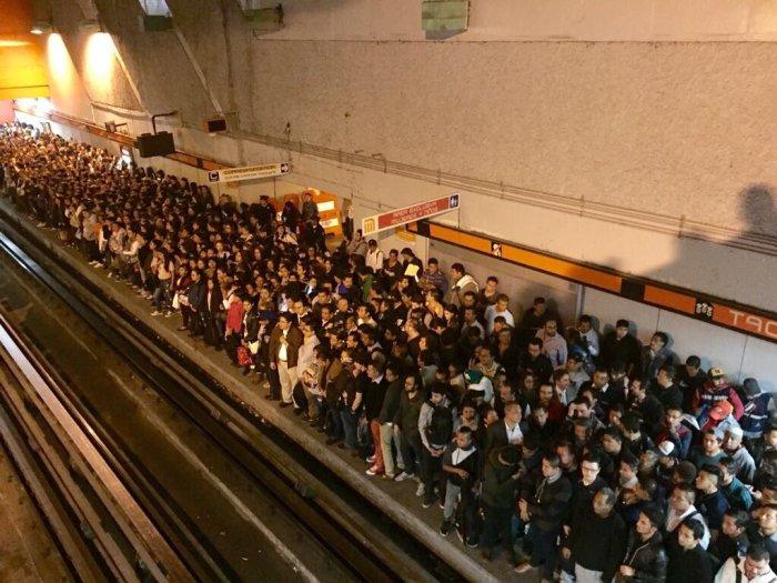 Luego el metro sedetuvo