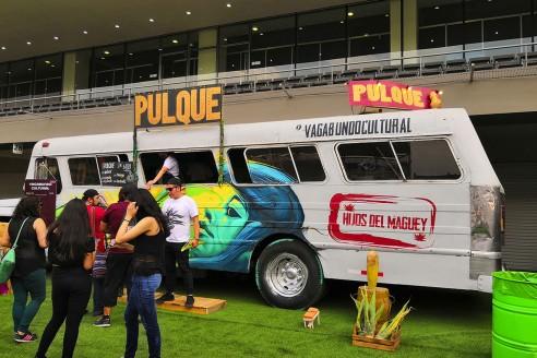Camión de pulque en el Vive Latino